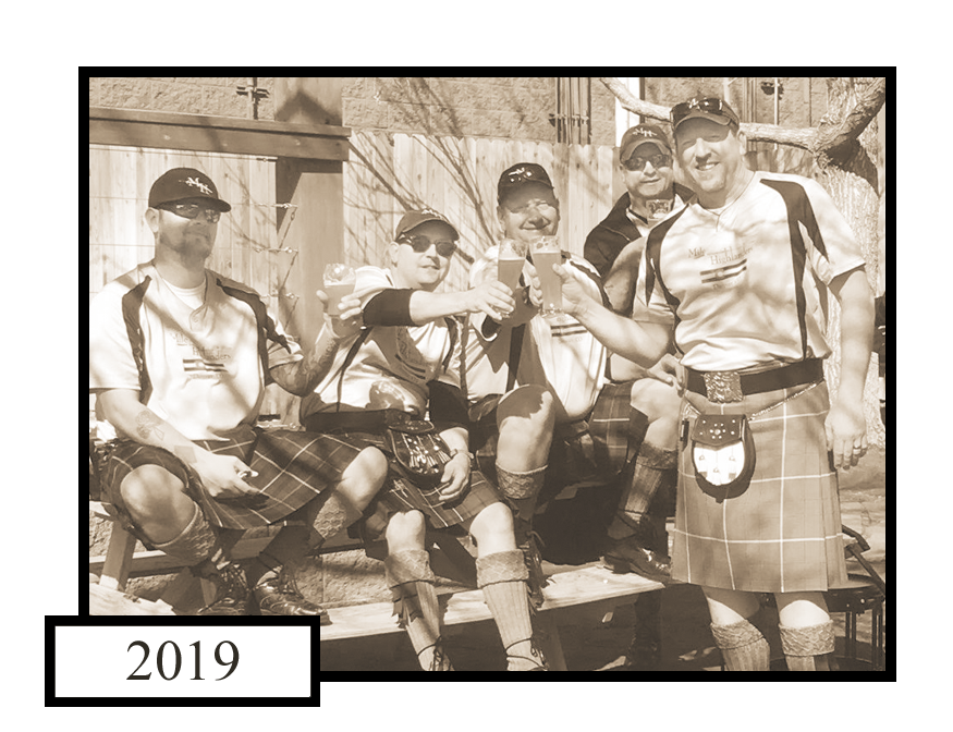 2019_band_cheers_sepia